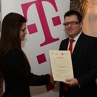Büfészakos egyetemistát díjazott a Telekom