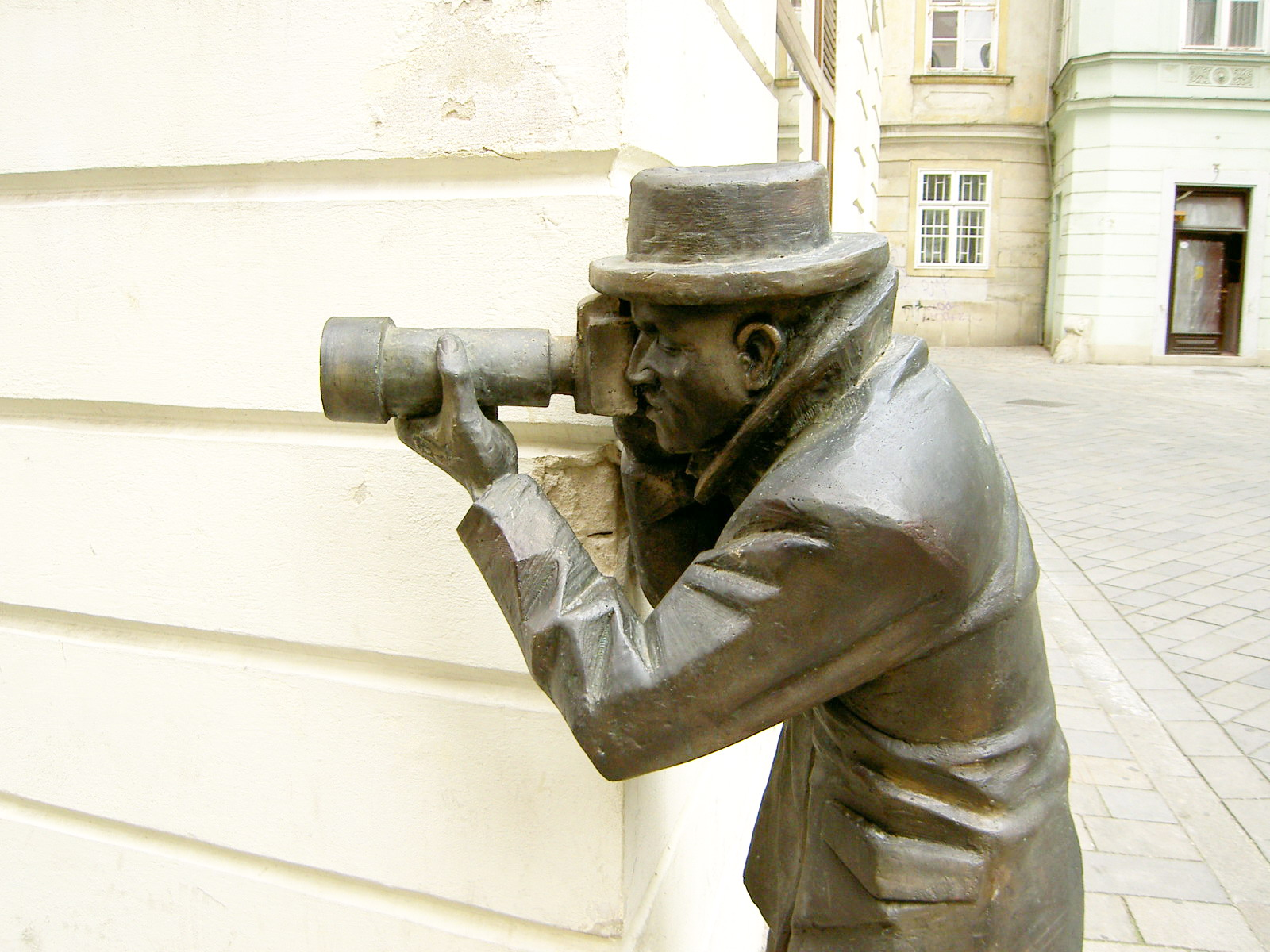 bratislava_bronze_paparazzo.jpg