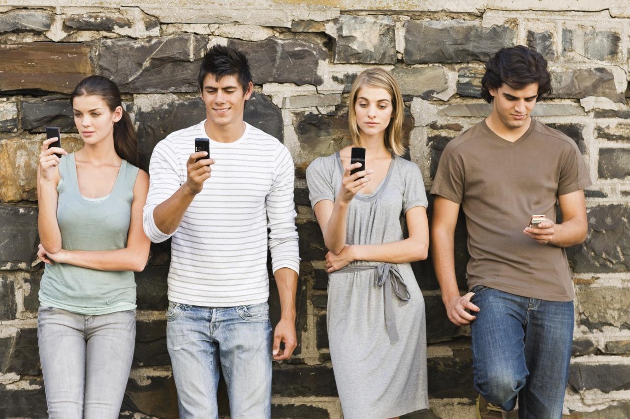 students-texting1.jpg