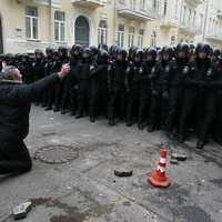Sárba tiporja a kijevi tüntetők személyiségi jogait az ukrán kormány