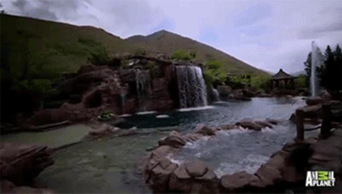 Így néz ki egy medence, ha a tulajnak van rá szűk félmilliárd forintja