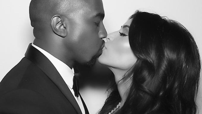 A New York Post két kézzel beintett Kanye Westnek és Kim Kardashiannek nászajándék gyanánt