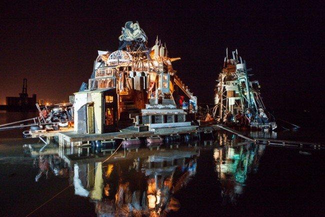 650x433xdes-artistes-ont-construit-des-radeaux-faits-de-dechets-pour-vivre-et-naviguer-sur-les-mers-deurope18-650x433.jpg.pagespeed.ic.lDe7dliI8Q.jpg