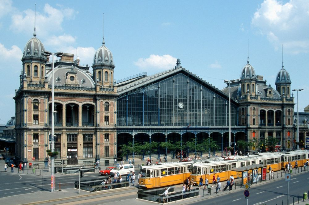 Budapest_nyugati_trams.jpg