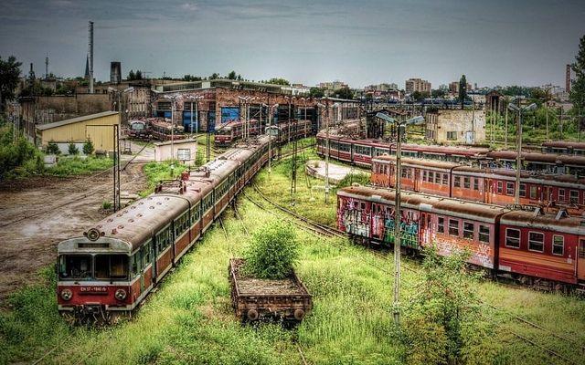 Czestochowa-Poland-abandoned-train-graveyard.jpg