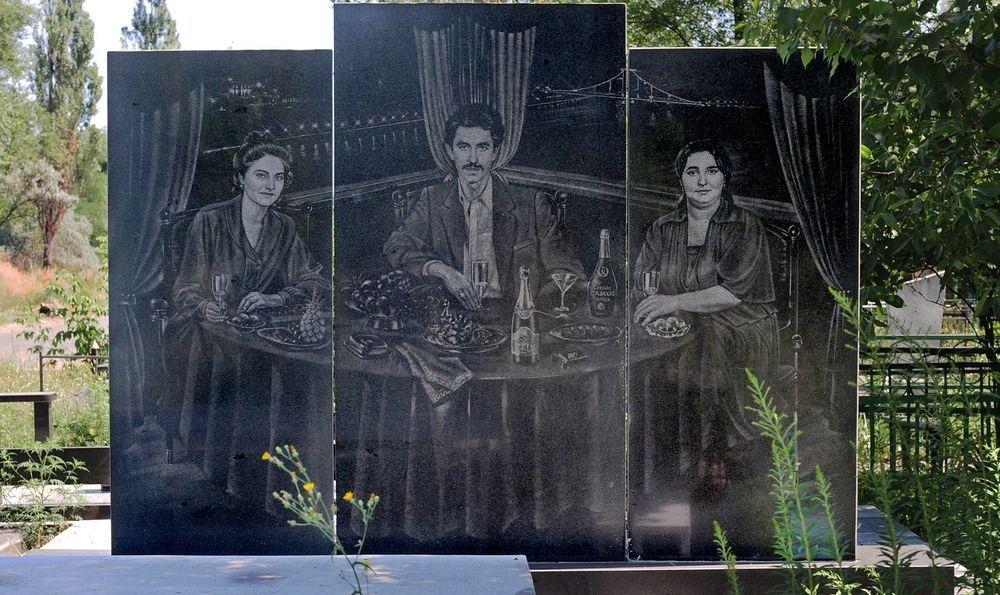 gangster-cemetery-yekaterinburg-12.jpeg
