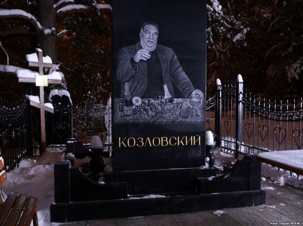 gangster-cemetery-yekaterinburg-142.jpeg