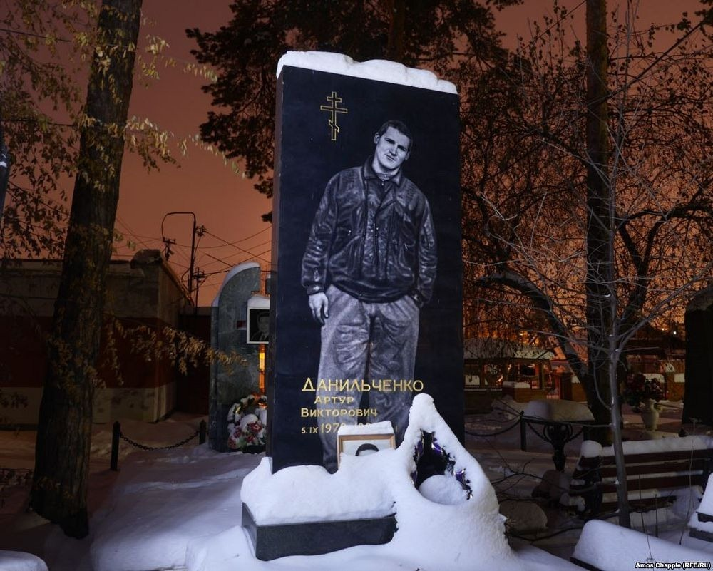gangster-cemetery-yekaterinburg-72.jpeg