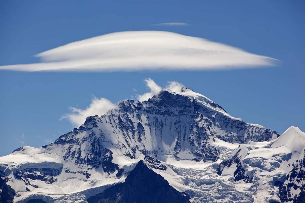 lenticular_cloud_bernese_alps_van_hoogstraten.jpg