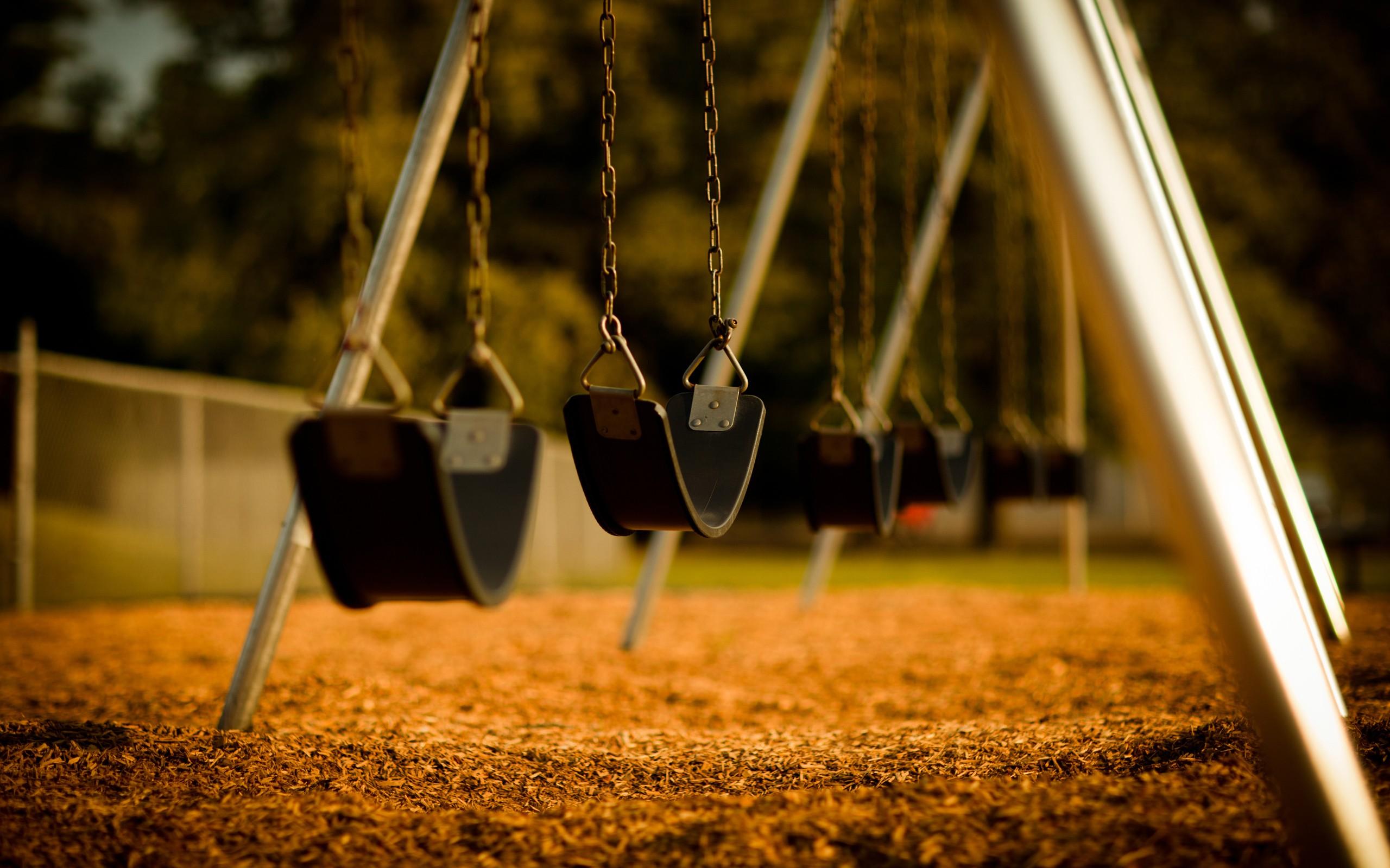 swing-playground_00426255.jpg