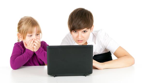 Gyerekek lógnak az interneten