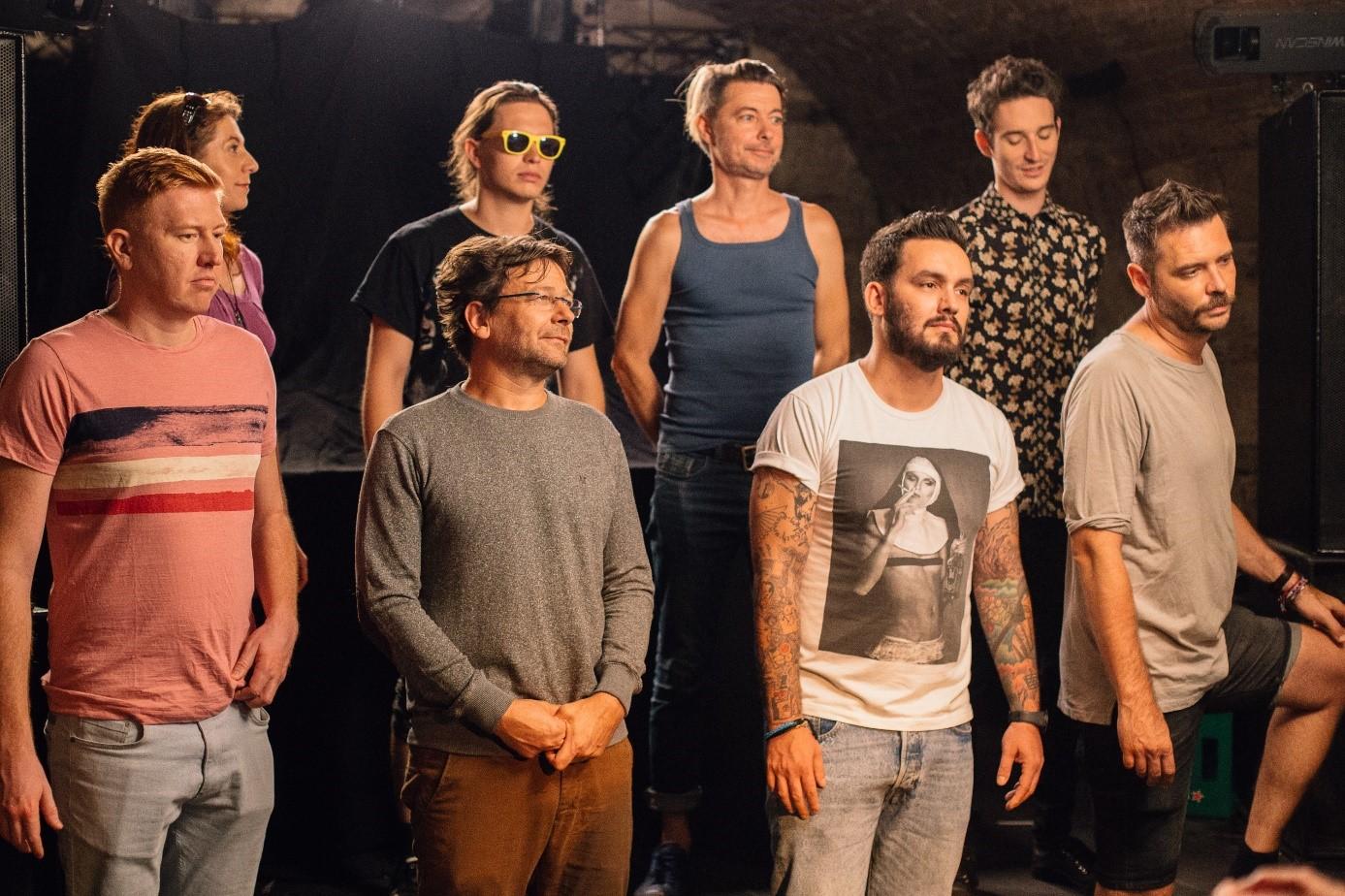 A filmben szereplő zenészek: Takáts Eszter, Pető Szabi, Beck Zoli, Járai Márk (felső sor), Marsalkó Dávid, Lovasi András, Farkas Roland, Felcser Máté (alsó sor)