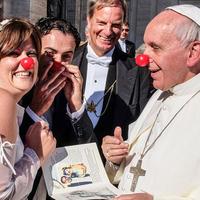 Ferenc pápa kritikus szemmel