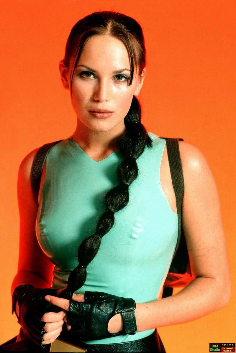 Lucy Clarkson<br /><br /> Született: 1983, Anglia<br />Magasság: 180 cm<br />Testsúly: 64 kg<br />Szeme színe: barna<br />Haja színe: barna<br />Méretek: 81-63-91