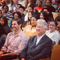 David Lynch, Russel Brand és Barry Zito 700 diákkal meditált