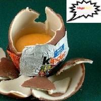 Finom a kinder tojás, csak rossz  megenni a sárgáját :D