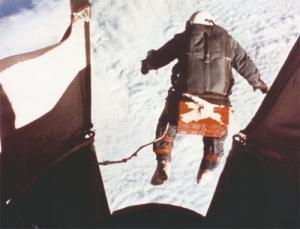Egy úr az űrből - szuperszonikus szabadesésben