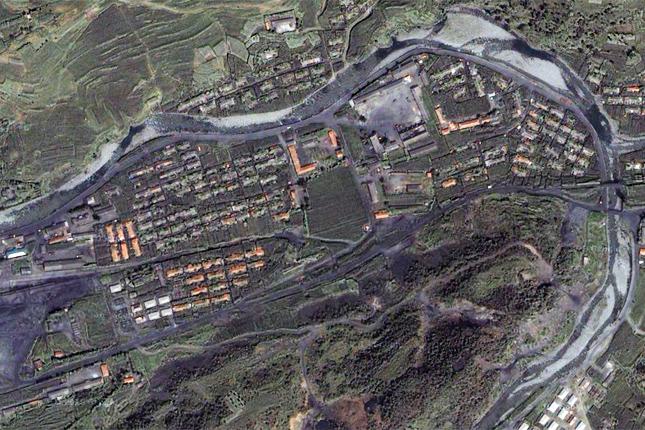 Börtöntábor műholdfelvételen