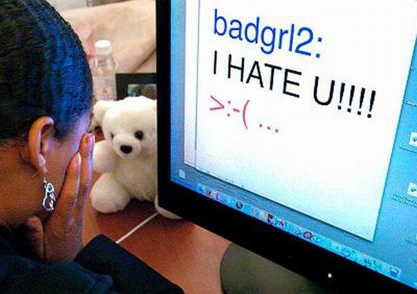 Internetes zaklatás
