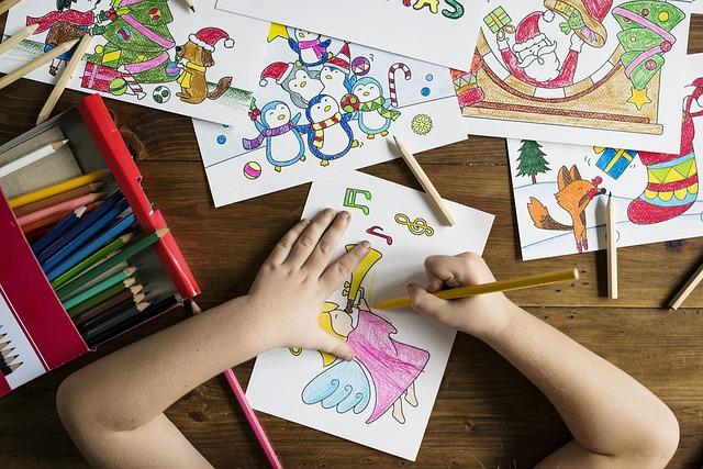Gyermek színesekkel