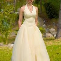 Menyasszonyi ruha besárgulhat? Divat-trend 2008