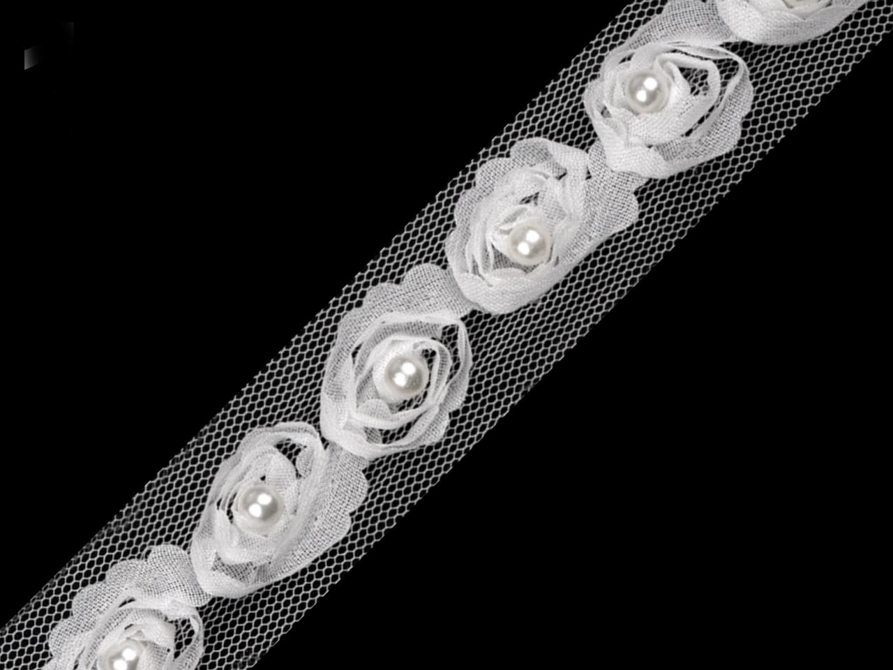 Rózsák tüll csíkon
