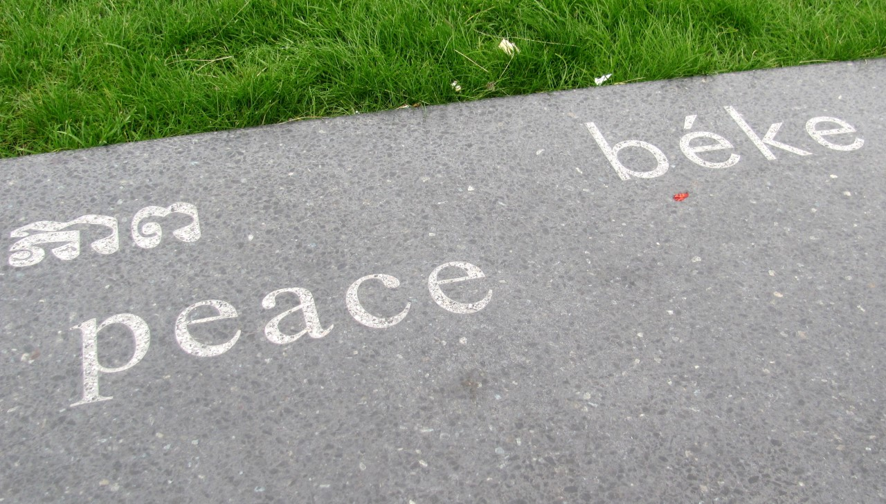 Sok-sok nyelven a béke
