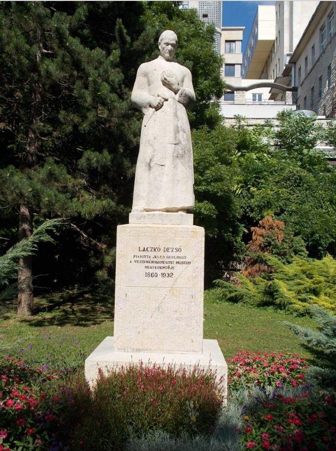 Laczkó Dezső szobor