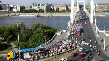 Erzsébet híd 2014. – Erzsébet híd 2003.