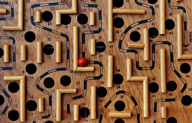 labyrinth-1738039_640.jpg