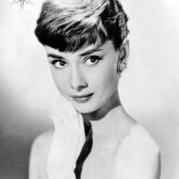 Audrey Hepburn 1929. ezen a napon született<br> Így emlékezünk rá az Emléklapján!