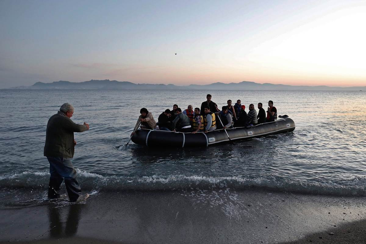 migrants_arriving_in_greece.jpg
