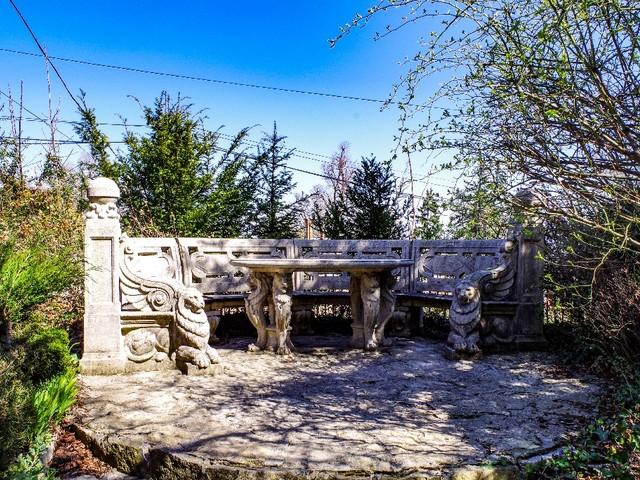 Egy érdekes kerti séta, reptérlátogatás, patakparton futó villamos