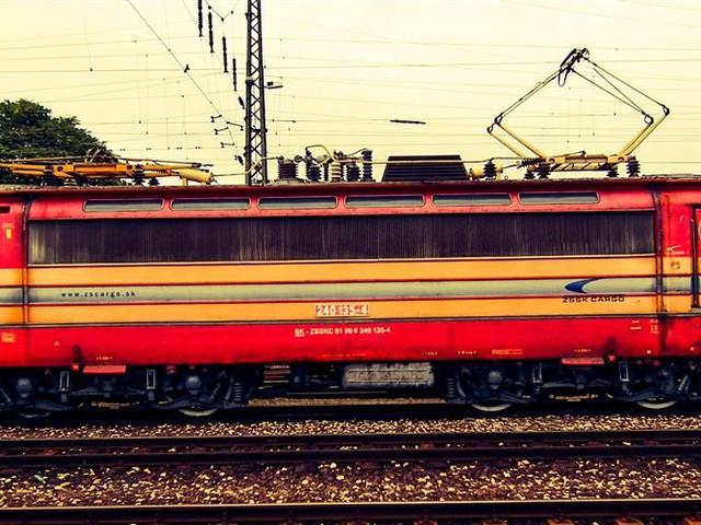 A mozdony neve : Laminátka