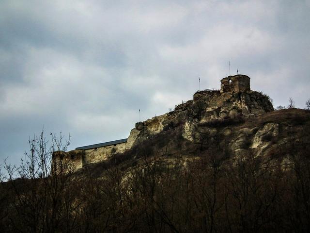 Látogatóban a Mátra vadregényes erődjénél, a Siroki várnál.