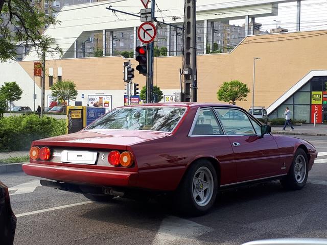 Ezt nézd meg! Ferrari 400i Budapest utcáin