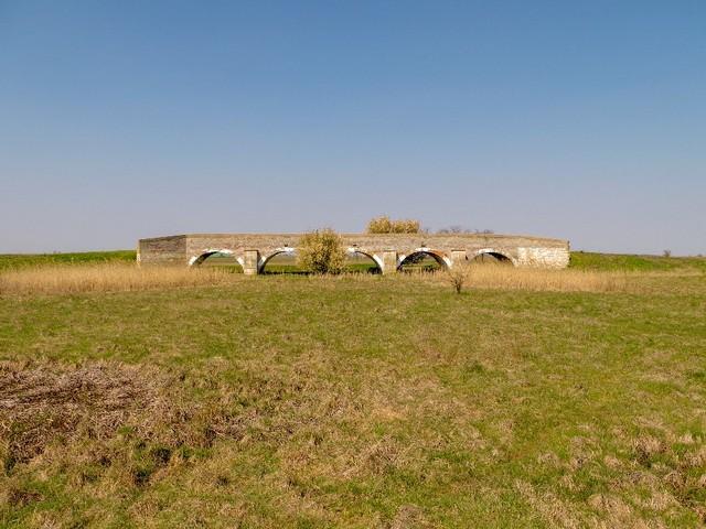 Karcag két kincse : a Zádor-híd, és a szélmalom