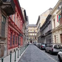 Menő budapesti lakások: kedves belvárosi egy külvárosi panel áráért