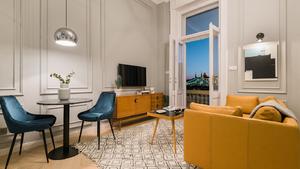 Menő budapesti lakások: Hihetetlen, mit művelt ezzel a lakással 150 ezer forintnyi léc