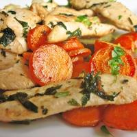 Zöldfűszeres csirkemell párolt zöldségekkel