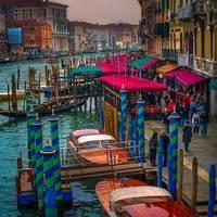 Velence sose volt még ilyen színes.