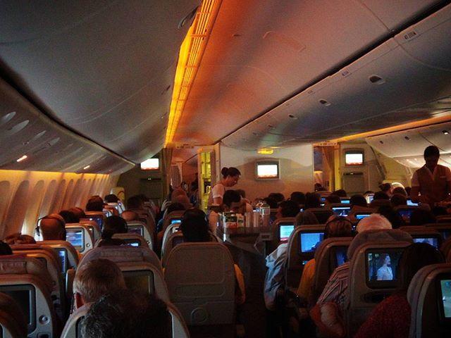 Gyorsan fejlődik a technika. Ingyen wifi a repülőn? Igen! Szeretlek @emirates . Developing technics quick. Free wifi onboard? Yes! I love @emirates #mertutaznijo #eupolisz #emirates #freewifi #flight #boeing777