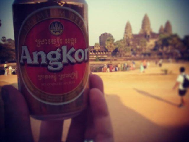 Just a beer or a temple? Csak sör, vagy templom? #mertutaznijo @reni.atesz #cambodia #angkor #angkorwat #beer #travel #travelphotography