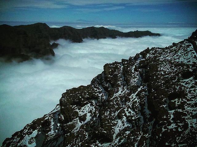 Above the clouds. Felhők felett. #mertutaznijo #eupolisz @reni.atesz #canarias #travel #travelphotography #lapalma #roquedelosmuchachos #livinlavidaloca