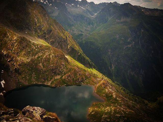 Beautiful hanging lake in the Alps. #mertutaznijo #eupolisz #summer #austria #365austria #lake #mountains #sommer #dachstein #sladming