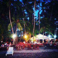 Tökéletes hely egy esti koktélhoz? Is this a perfect place for a sundowner? #mertutaznijo #eupolisz #tamarindo #beach #costarica #centroamerica #sunset #bar #beachbar @reni.atesz