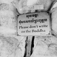 Please dont. Ne firkáld össze Buddhát. #mertutaznijo #travel #travelphotography #cambodia #kambodzsa #budhism #kulen #recliningbuddha @reni.atesz