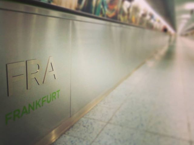 Folyosó a kalandokhoz. És a végén? #afrika Passage to the adventures. And at the end? #africa #mertutaznijo @reni.atesz @eupolisz #frankfurt #airport #africa #travelphotography #travelling #adventure