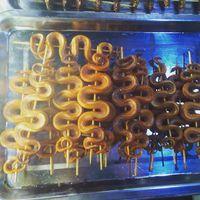 ...kígyókat sütnek meg perecnek... #cambodia #siemreap #angkor #streetfood #snake #travel #travelphotography #mertutaznijo #eupolisz