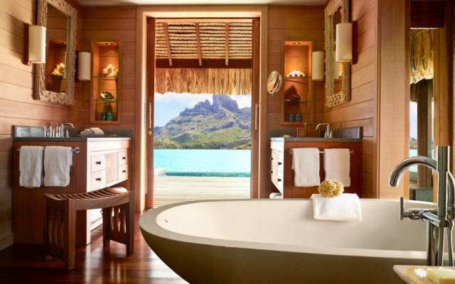 Bath_Bora_Bora_Fou_2533162k.jpg